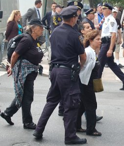 2006-09-19_un_protest_Ann photo